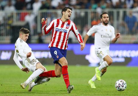 Tình huống Valverde phạm lỗi với Morata