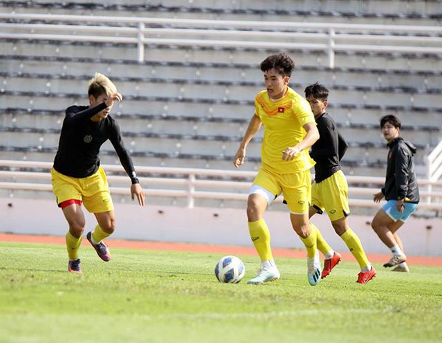 Tấn Sinh phải ngồi dự bị trận gặp U23 Jordan và anh cũng muốn thể hiện bản thân ở trận đấu cuối cùng ở vòng bảng