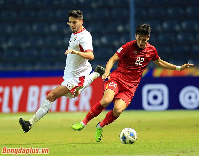 Một mình Tiến Linh là không đủ để xoay sở trong vòng vây của U23 Jordan.