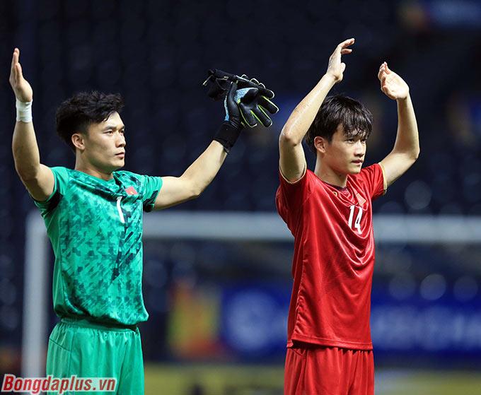 U23 Việt Nam cảm ơn người hâm mộ. Họ thể hiện quyết tâm sẽ thắng U23 Triều Tiên ở lượt cuối.