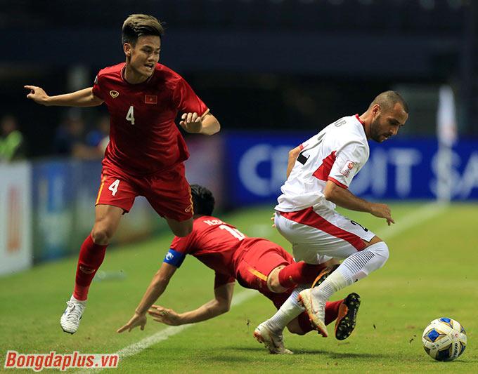 Sự có mặt của Tấn Tài giúp cánh phải của U23 Việt Nam vững vàng hơn.