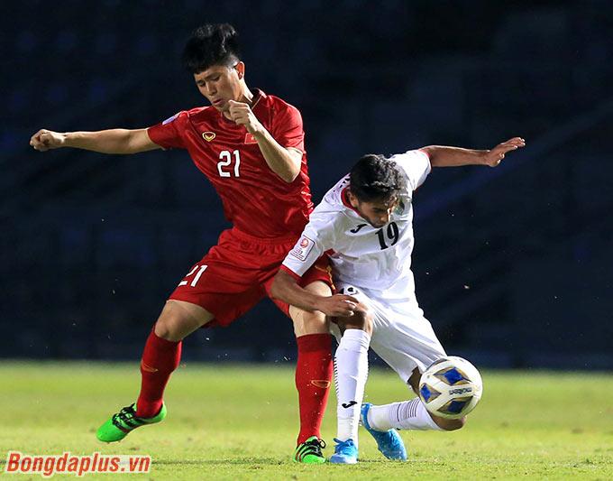 Sự có mặt của Đình Trọng giúp hàng thủ U23 Việt Nam kiên cố hơn.