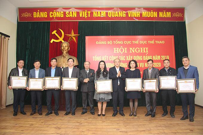 Đảng bộ Báo Bóng đá vinh dự là 1 trong 9 tổ chức cơ sở đảng nhận giấy khen từ Đảng bộ Tổng cục TDTT - Ảnh: Bùi Lượng