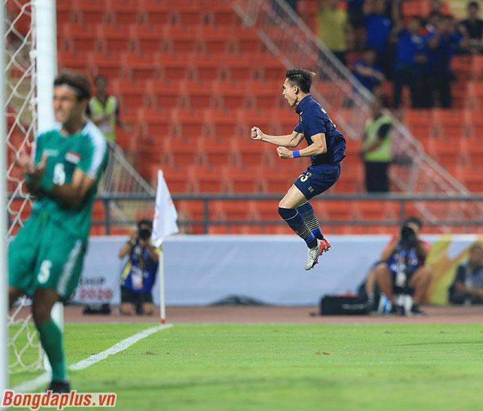 Jaroensak mở tỷ số cho U23 Thái Lan - Ảnh: Minh Tuấn