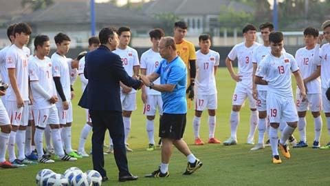 Phó Chủ tịch VFF đến sânchuyển thông điệp của Thủ tướng gửi U23 Việt Nam