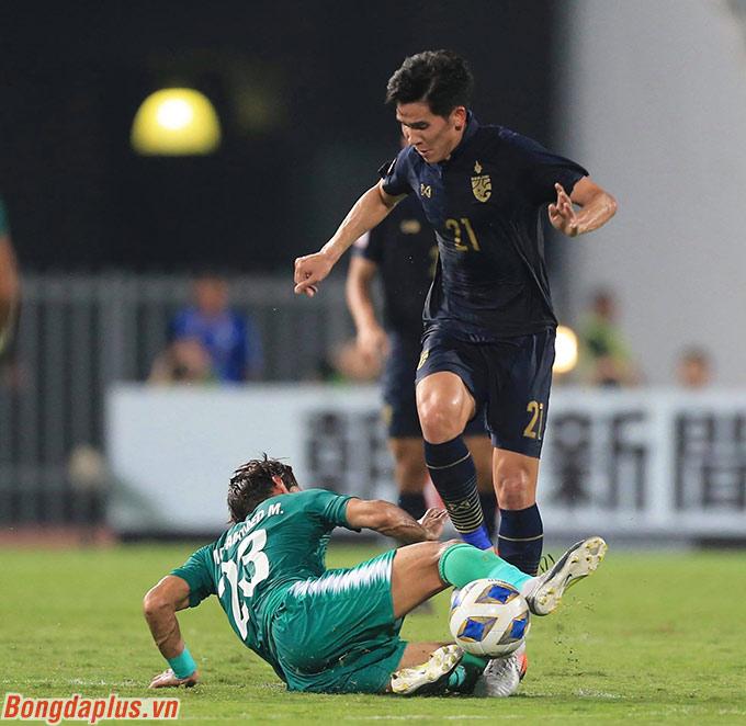 Việc bị U23 Iraq gỡ hòa khiến cho U23 Thái Lan phải làm mọi cách bảo toàn tỷ số nếu như không muốn thua ngược và bị loại