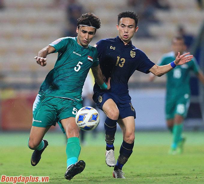 Trận đấu trở nên nóng bỏng hơn ở 10 phút cuối. Và suýt chút nữa, U23 Iraq đã ghi bàn nâng tỷ số lên 2-1 nếu thủ môn Nareechan không chơi xuất sắc