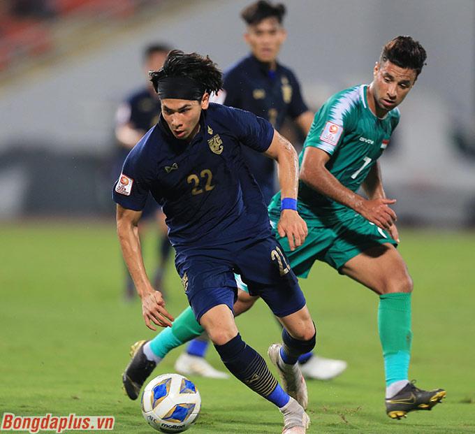 Tuy nhiên Davis đã thể hiện quá tốt trong vai trò tiền vệ mỏ neo. Cầu thủ này thường xuyên có những pha tranh chấp tốt với cầu thủ U23 Iraq.