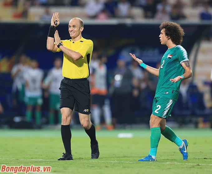 Trở lại với diễn biến chính trận U23 Thái Lan và U23 Iraq, U23 Thái Lan được hưởng quả đá phạt đền ngay ở phút thứ 2