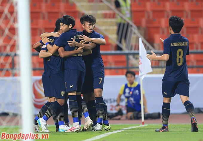 U23 Thái Lan vươn lên dẫn trước nhờ công của Jaroensak
