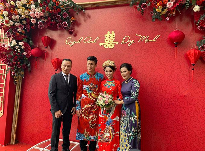 Bố vợ Duy Mạnh là ông Nguyễn Giang Đông, cựu chủ tịch của CLB Sài Gòn. Ông Đông cho biết, rất hạnh phúc khi có hai người con rể là những cầu thủ nổi tiếng