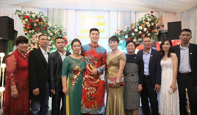 Gia đình các cầu thủ Đức Huy, Đình Trọng, Quang Hải... cũng đến chia vui với gia đình Duy Mạnh trong buổi lễ ăn hỏi