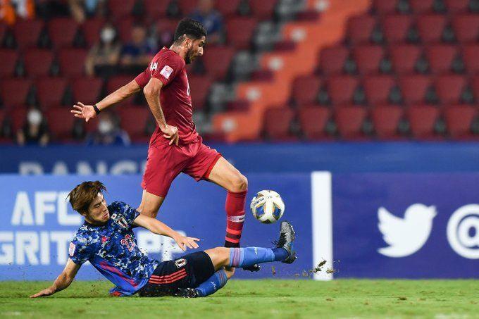 U23 Nhật Bản (áo xanh) và U23 Qatar cùng dắt nhau về nước sớm sau trận hòa 1-1