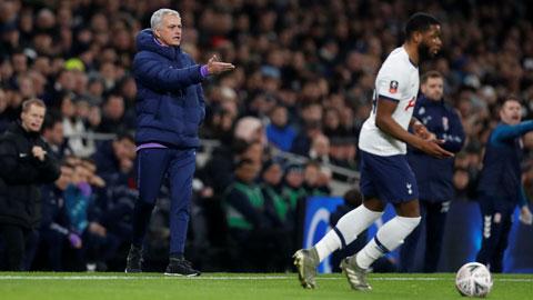 Tottenham hồi sinh nhờ những toan tính chiến thuật của Mourinho