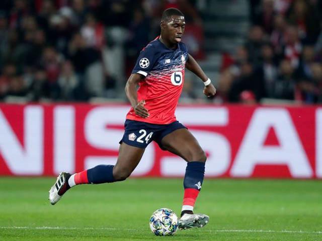 12.Boubakary Soumare (sinh năm 1999 - CLB Lille): Tiền vệ phòng ngự người Senegal tuy mới 20 tuổi nhưng thi đấu chữ chạc và bản lĩnh. Anh đang nhận được sự quan tâm của Real, Chelsea, Man City, Arenal và M.U. Tuy nhiên, Lille chẳng dễ dàng bán Soumare. Họ chỉ bán anh nếu thu về được 60 triệu euro.