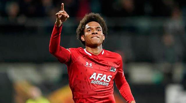 11.Calvin Stengs (sinh năm 1998 - CLB AZ Alkmaar): Cầu thủ chạy cánh người Hà Lan hiện được transfermarkt định giá 20 triệu euro. Dù còn trẻ nhưng Stengs đang là trụ cột ở Alkmaar với 9 bàn và 11 keiesn tạo sau 31 trận ở mùa giải này.