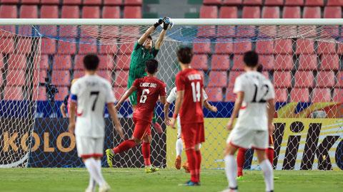 Tình huống Tiến Dũng mắc sai lầm khiến U23 Việt Nam thủng lưới ở phút 27 Ảnh: MINH TUẤN
