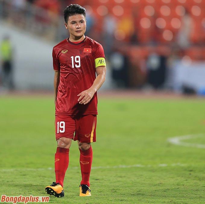 Nuốt nước mắt vào trong, Quang Hải động viên đồng đội