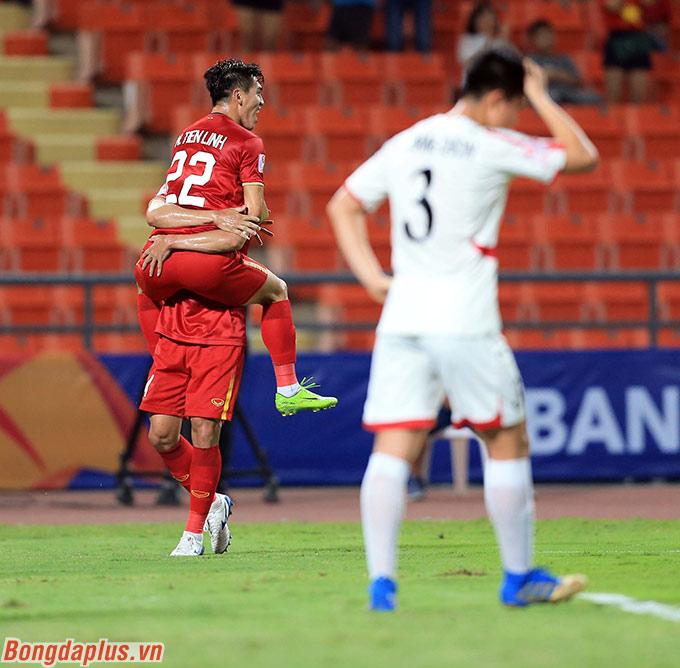 Niềm vui của 2 cầu thủ đang khoác áo B.Bình Dương ở V.League