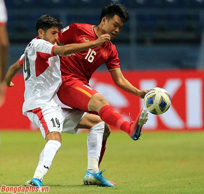 Thành Chung có một giải đấu nổi bật - Ảnh: Minh Tuấn