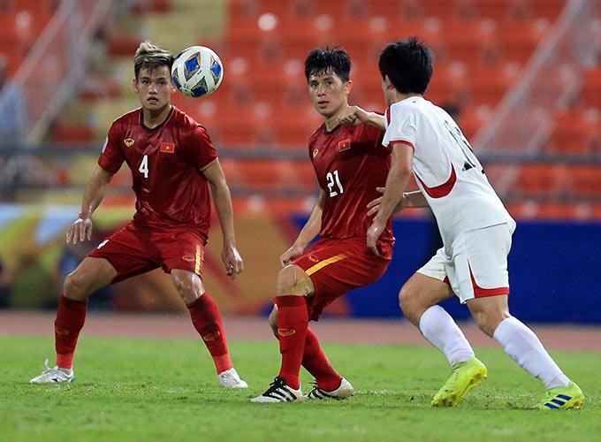 Đình Trọng sẽ bị treo giò trong trận đấu với Malaysia ở vòng loại World Cup 2022 - Ảnh: Minh Tuấn