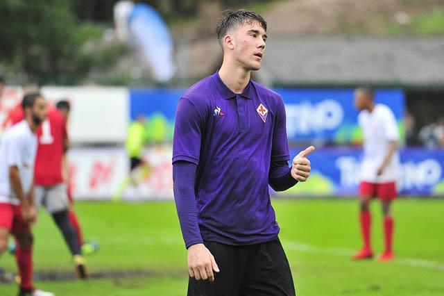 """1.Dusan Vlahovic (sinh ngày 28/1/2000 - CLB Fiorentina): """"Ibrahimovic của Serbia"""" đang từng bước gây ấn tượng ở Fiorentina sau mùa giải 2018/19 làm quen. Cho tới thời điểm này của mùa giải 2019/20, Vlahovic đã có 6 bàn và 1 kiến tạo sau 19 trận."""