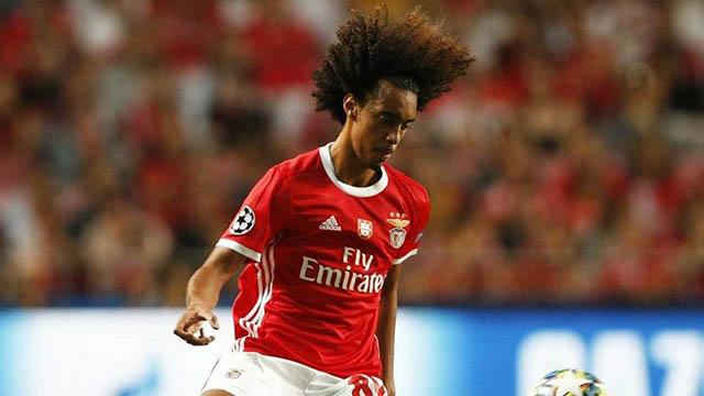 8.Tomas Tavares (sinh ngày 7/3/2001 - CLB Benfica): Hậu vệ phải cao 1m87 này đang là trụ cột của đội đầu bảng Benfica với 1.419 phút thi đấu. Tuy Tavares phòng ngự rất tốt nhưng anh cần cải thiện ở khả năng tấn công.