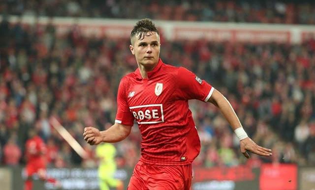 3.Zinho Vanheusden (sinh ngày 29/7/1999 - CLB Standard Liège): Trung vệ cao 1m87 người Bỉ đang là một trong những cầu thủ trẻ hay nhất tại giải VĐQG nước này ở mùa giải 2019/20. Anh thi đấu cả thảy 20 trận và đóng góp 1 bàn.