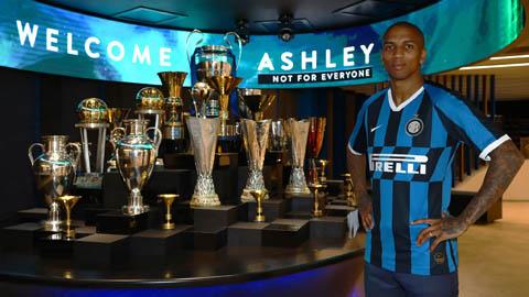Young ra mắt Inter, khoác áo số 15 lạ lẫm