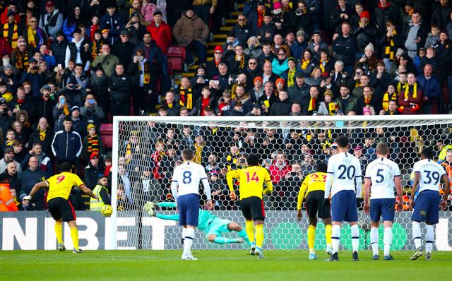 Gazzaniga là người hùng của Tottenham trong trận này