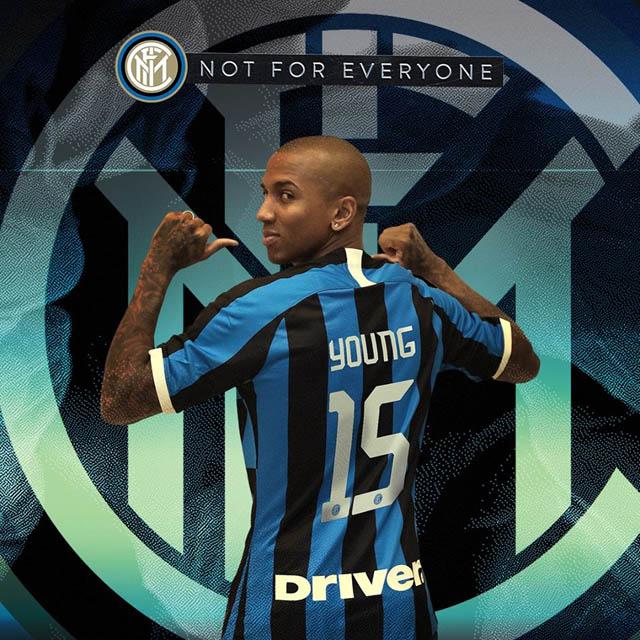 Young nhận số áo mới ở Inter