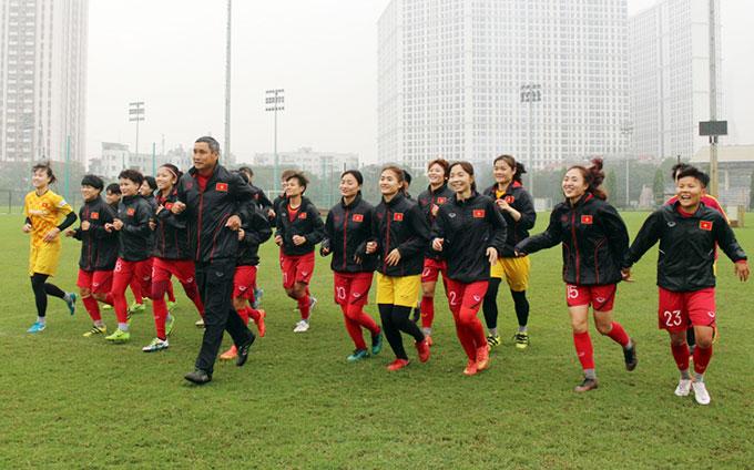 ĐT nữ Việt Nam tập luyện trước khi nghỉ Tết - Ảnh: VFF