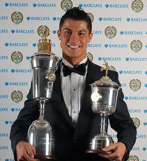 Ronaldo là cầu thủ duy nhất trong lịch sử giành giải thưởng Cầu thủ xuất sắc nhất 2 mùa liên tiếp