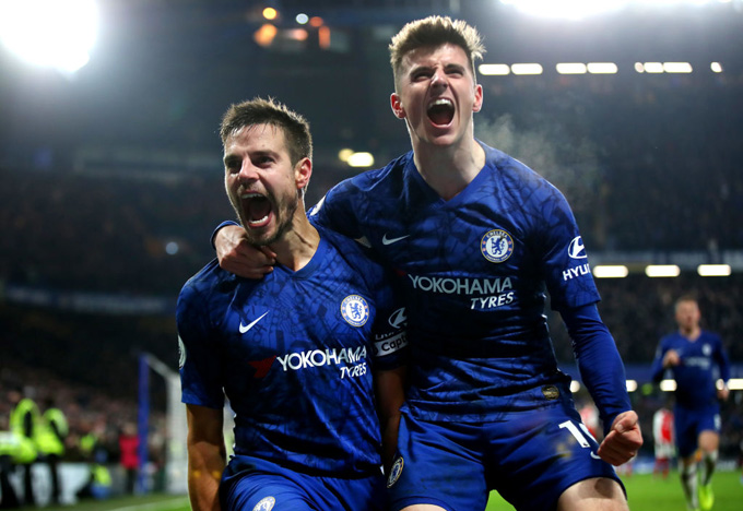 Azpilicueta ghi bàn cho Chelsea