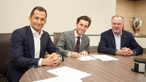 Bayern mượn thành công hậu vệ Odriozola từ Real