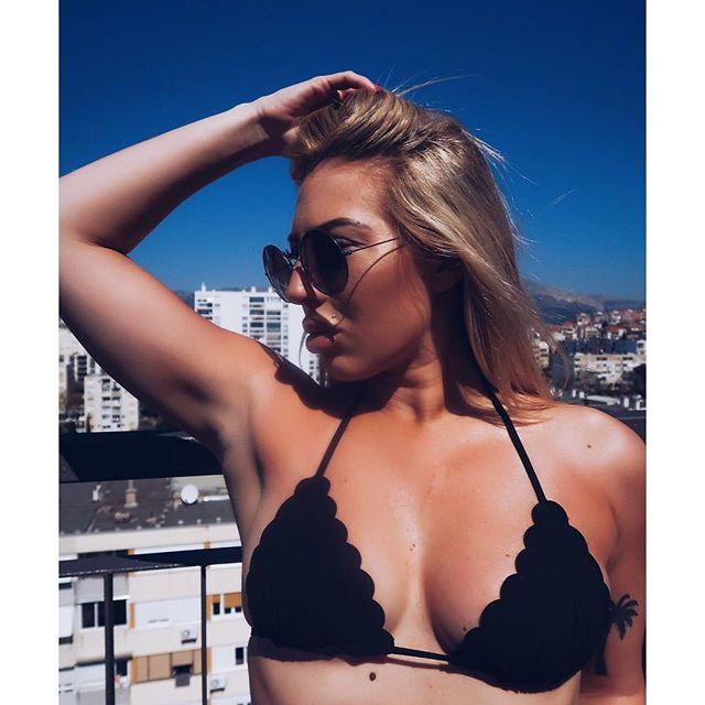 Andreja tiế lộ, cô rất thích đi du lịch mỗi khi có cơ hội. Lựa chọn quen thuộc của Andreja là các bãi biển nơi có những ngọn sóng to, cát trắng... để cô thỏa thích diện đồ 2 mảnh.