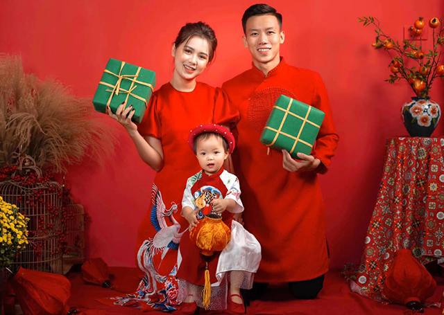 Gia đình nhỏ hạnh phúc của trung vệ Quế Ngọc Hải