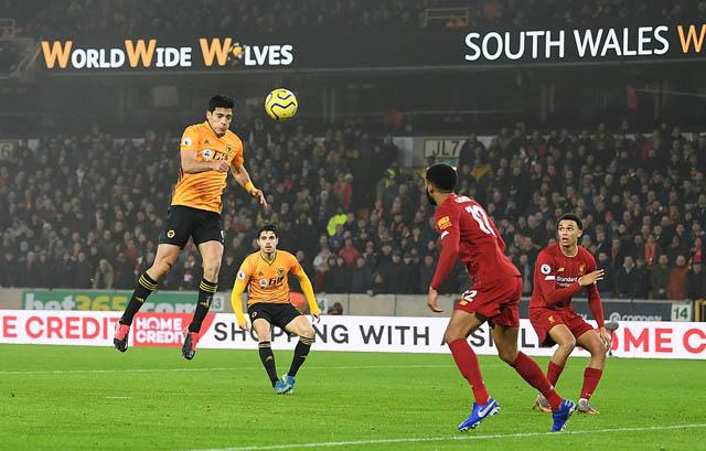 Jimenez ghi bàn nhưng không thể giúp Wolves có điểm trước Liverpool