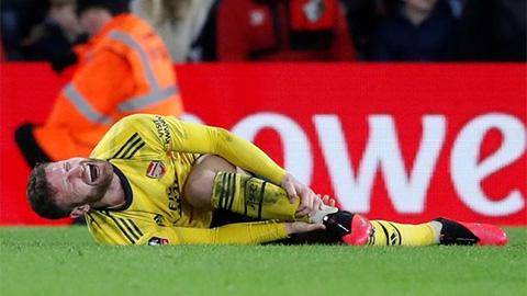 Mustafi chấn thương, hàng thủ Arsenal đã rách lại càng nát sau trận thắng Bournemouth