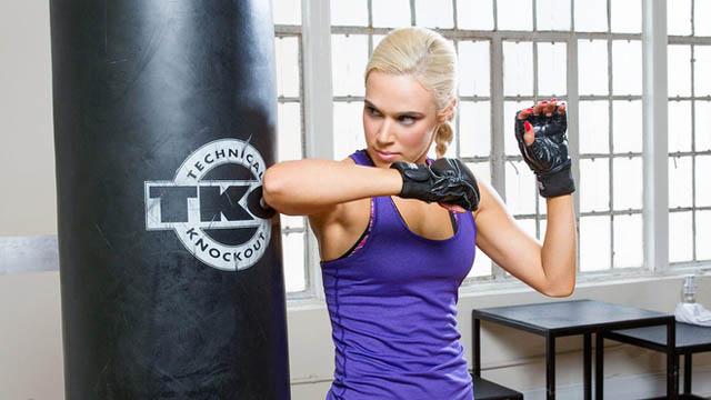 Nhiều người nhớ tới Perry khi cô cũng làmột trong những ngôi sao trên show truyền hình thực tế Total Divas của E! Network.