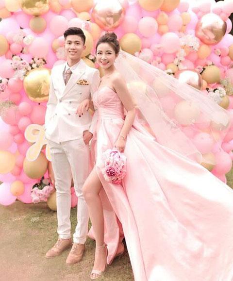 """Ảnh cưới của Văn Đức và bạn gái """"hot girl"""" Nhật Linh"""