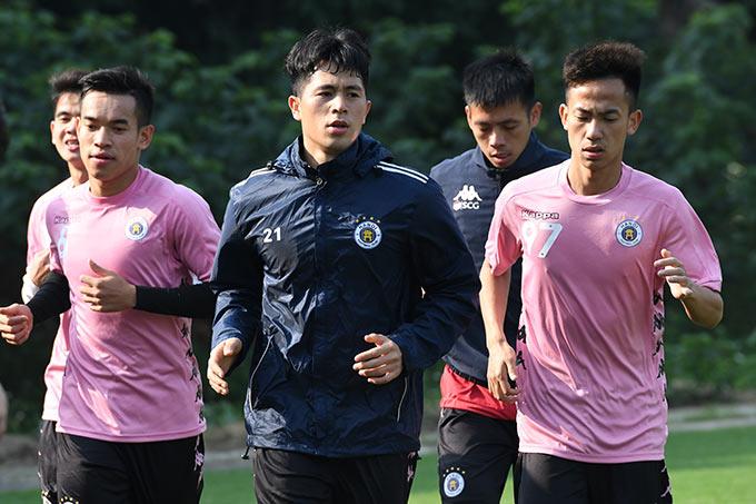 Đình Trọng cùng đồng đội Hà Nội FC tập luyện chuẩn bị cho trận tranh Siêu cúp Quốc gia với TP.HCM vào ngày 7/2