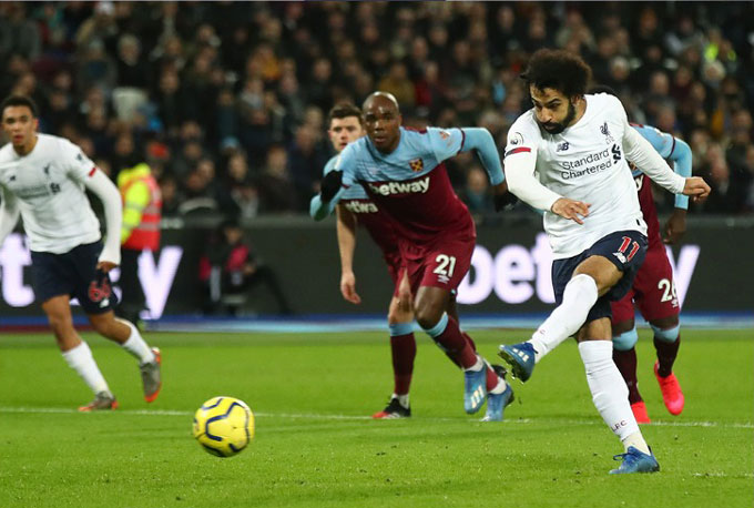 Salah mở tỷ số cho Liverpool trên chấm phạt đền