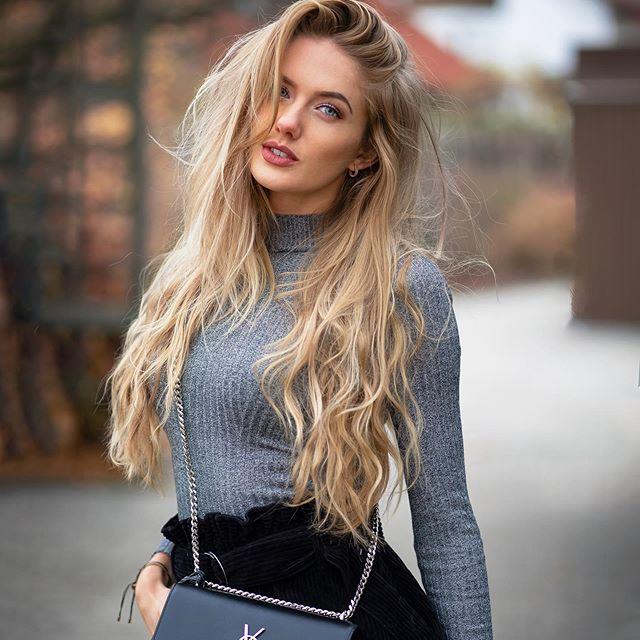 """Tên tuổi của cô bây giờ đã được nhiều người biết đến sau khi có hơn 626.000 người theo dõi trên trang cá nhân Instagram. Phần lớn những bức ảnh của Alica khoe được nét khỏe khoắn của cô gái mới ngoài đôi mươi cũng như phom dáng """"chuẩn khỏi chỉnh""""."""