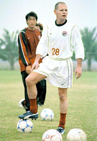 Gascoigne khoác áo Liêu Ninh trong những năm cuối sự nghiệp