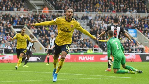 Arsenal gặp khó lại có Aubameyang
