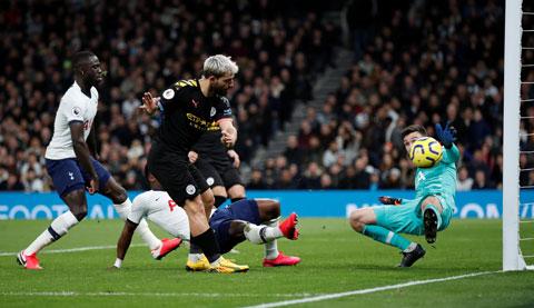 Aguero và đồng đội không thể xuyên thủng mành lưới Tottenham dù dứt điểm tới 18 lần