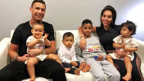 Cả 3 đứa con đầu của Ronaldo đều được sinh ra theo phương thức đẻ mướn
