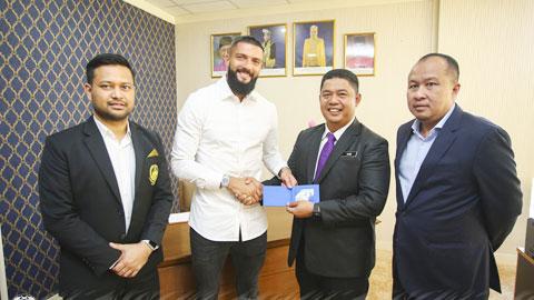 UAE, Malaysia ồ ạt nhập tịch cầu thủ