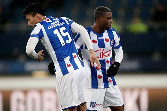 Đoàn Văn Hậu được đá cả trận cho Jong Heerenveen